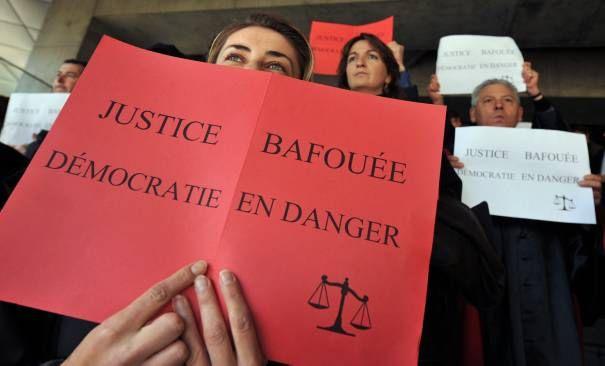 http://idees.rouges.cowblog.fr/images/SuperBigCoco/magistratsetpersonnelsjudiciairesmanifestent2981.jpg